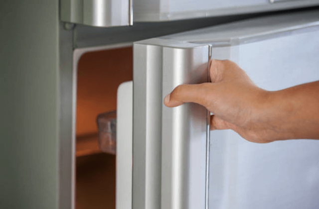 defective refrigerator ice maker